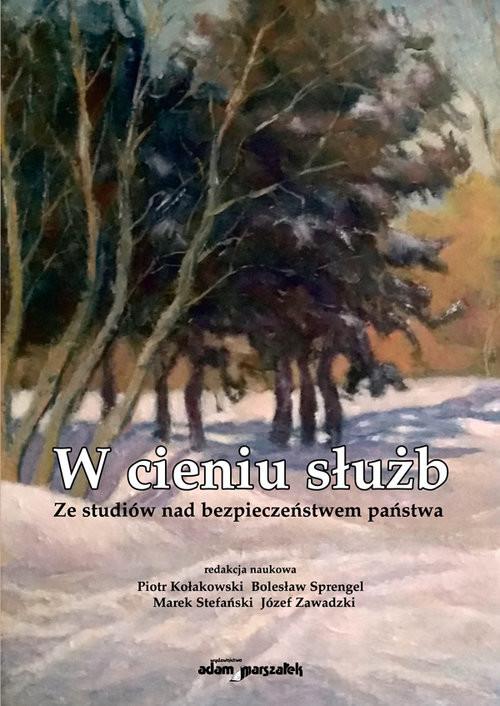 okładka W cieniu służb Ze studiów nad bezpieczeństwem państwa, Książka | Piotr  Kołakowski, Bolesław Sprengel, Stefańsk