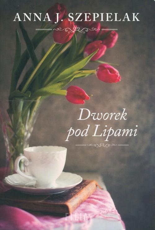 okładka Dworek pod Lipami Wielkie Litery, Książka | Anna J. Szepielak