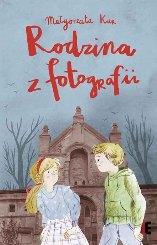 okładka Rodzina z fotografiiksiążka      Kur Małgorzata