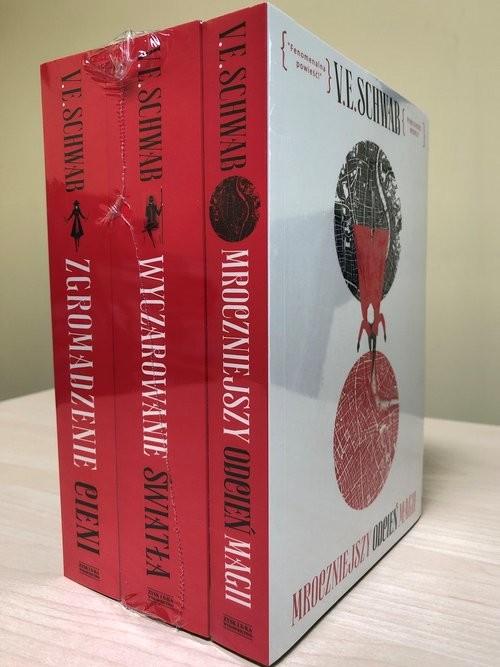 okładka PAKIET Mroczniejszy../Wyczarowanie../Zgromadzenie...książka |  | V.E. Schwab