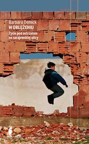 okładka W oblężeniu. Życie pod ostrzałem na sarajewskiej ulicy, Książka   Barbara Demick
